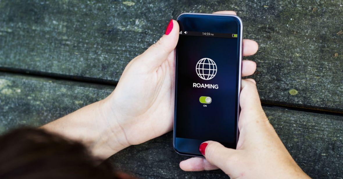 Podsumowanie wprowadzenia nowych zasad roamingu: tylko czterech operatorów w Polsce zrobiło to dobrze