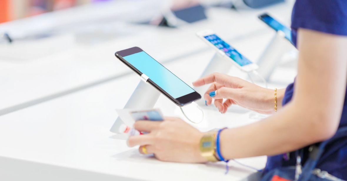 Jaki smartfon do 2000 zł warto kupić? TOP 5 najlepszych telefonów