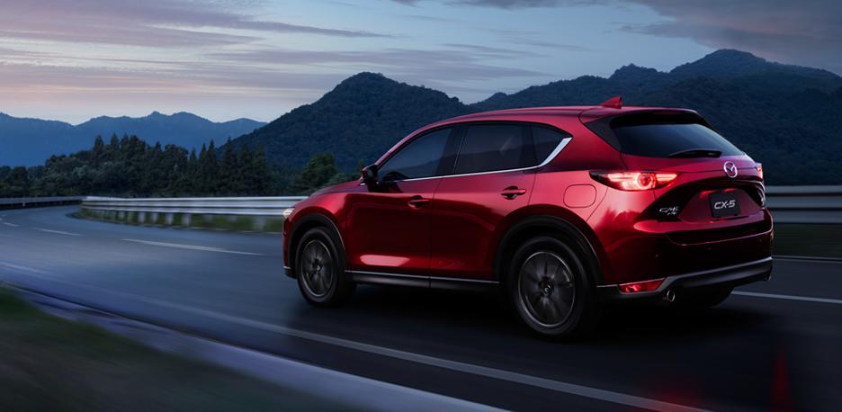"""Samochody elektryczne? Mazda mówi """"tak"""", ale na razie przygotowała cośinnego"""
