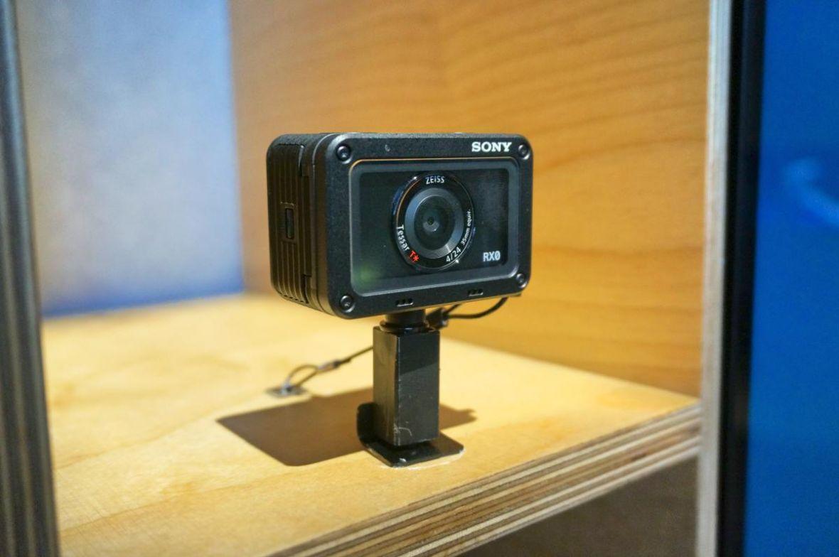 To kamera sportowa? Miniaturowy aparat? Nie, to Sony RX0 – pierwsze wrażenia