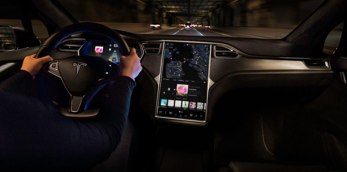 Tesla staje się naprawdę jak smartfon