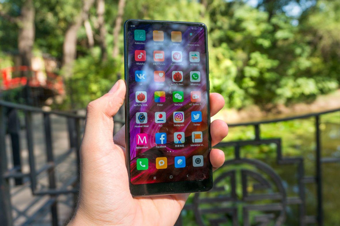 Xiaomi Mi Mix był rewolucją. Jego następca robi kilka kroków do tyłu