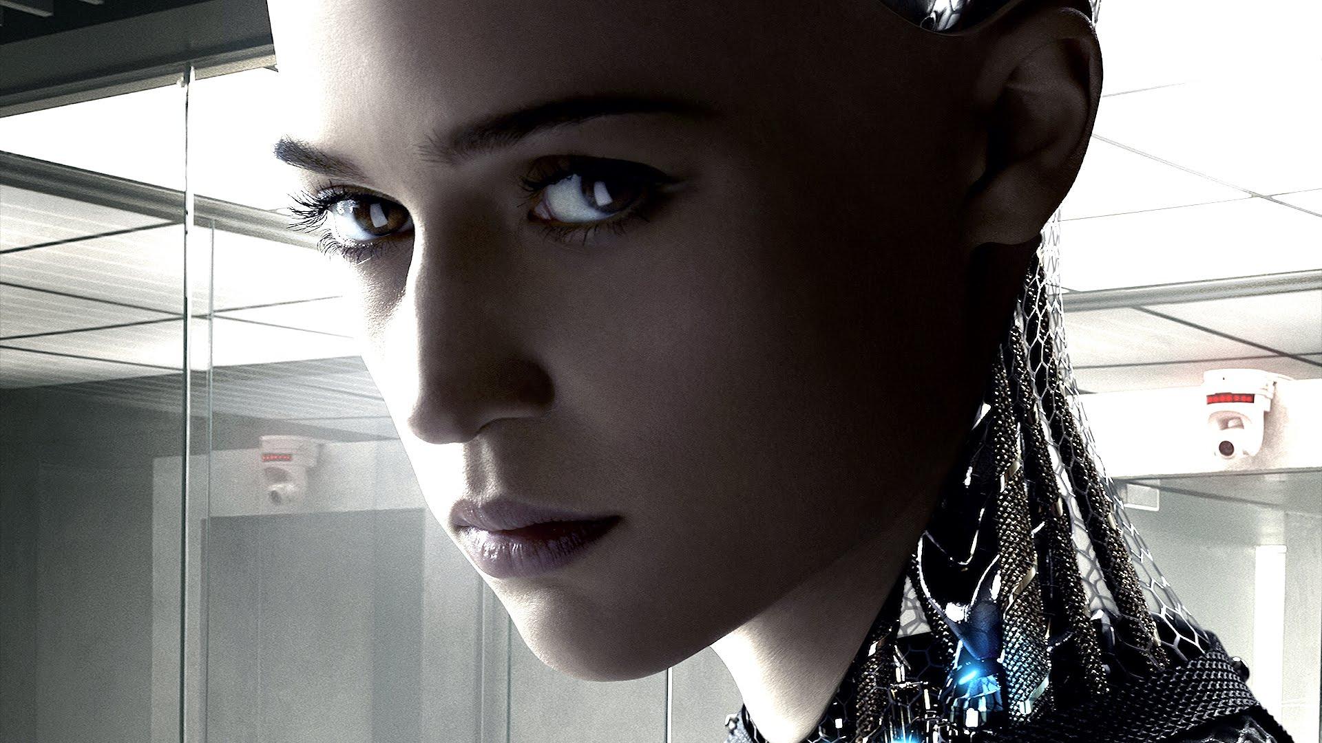 """""""Ex Machina"""" to nie science-fiction. To rasowy thriller psychologiczny, na który trzeba iść do kina"""