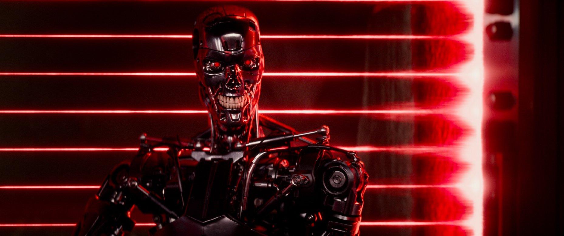 """Jedynie Arnold Schwarzenegger ratuje """"Terminator: Genisys"""" od całkowitej porażki"""