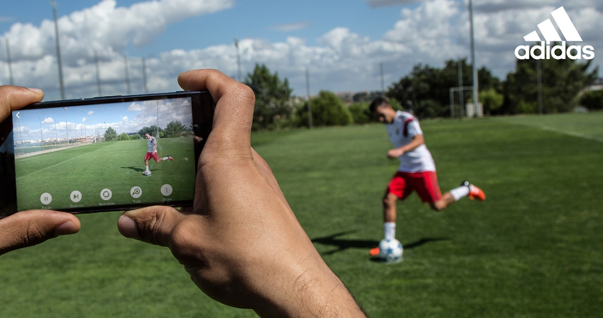 Adidas twierdzi, że z pomocą aplikacji zmierzy siłę i prędkość twojego strzału na bramkę
