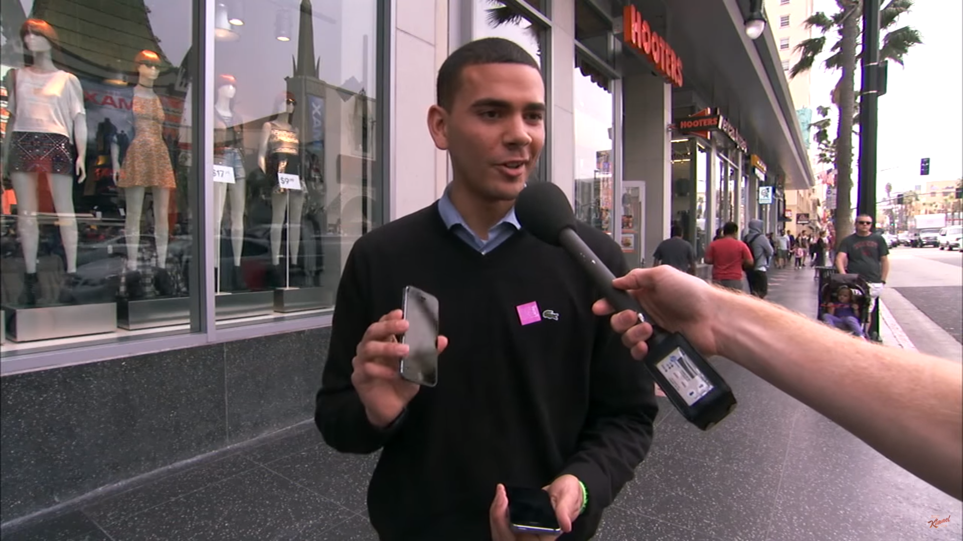 Jimmy Kimmel sprawdza bystrość fanów Apple, dając im do rąk… dwa modele tego samego iPhone'a