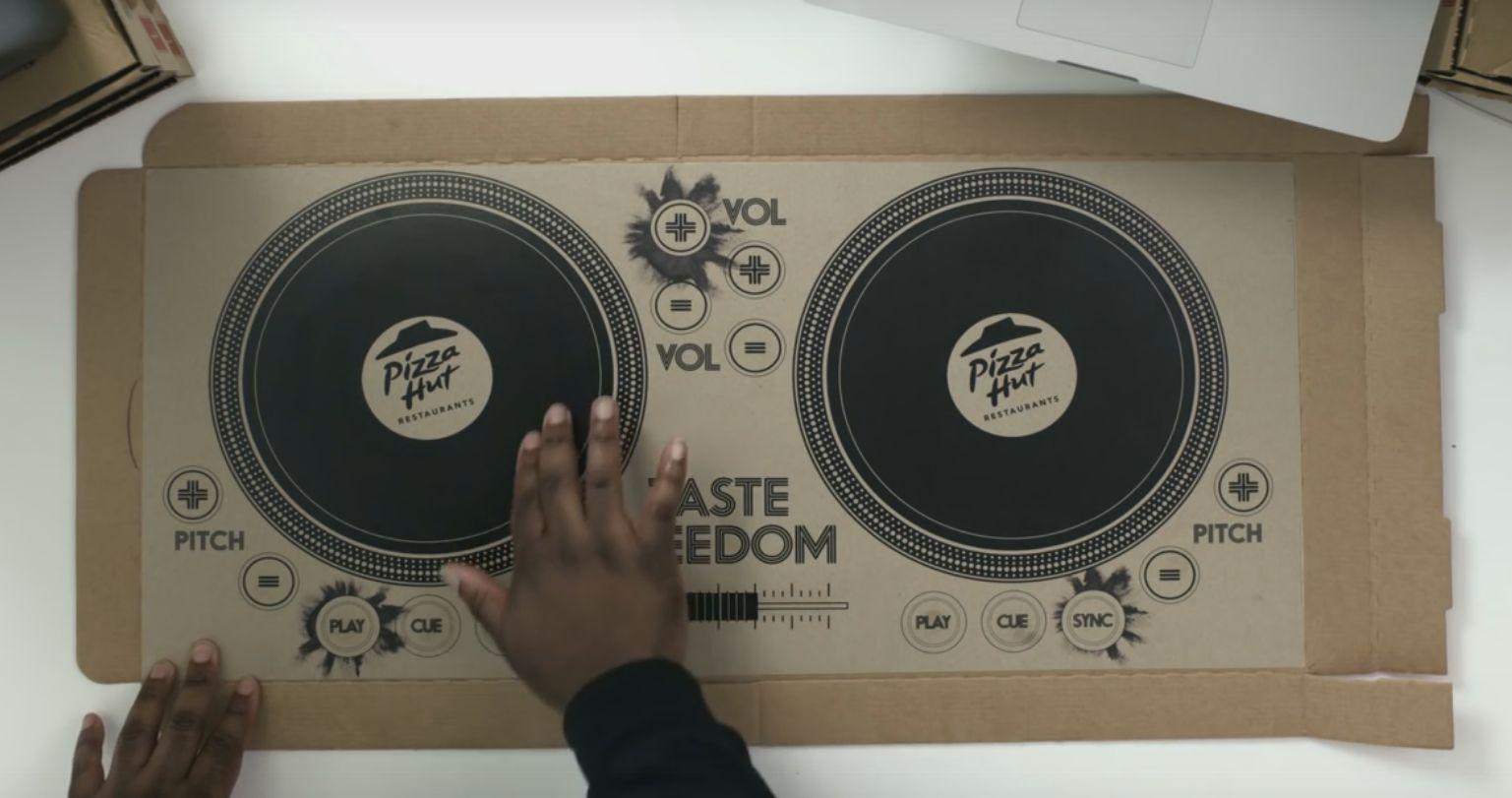 Teraz widziałem już wszystko, czyli pudełko Pizza Hut jako zestaw DJ-ski