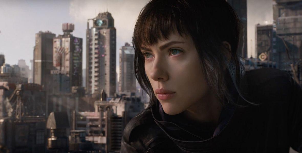 """Czy hollywoodzki remake słynnego japońskiego anime dał radę? Recenzujemy """"Ghost in the Shell"""""""