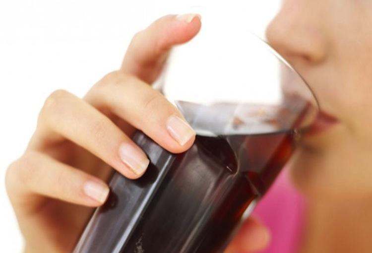 Co dzieje się w Twoim ciele przez 60 minut po wypiciu coli?