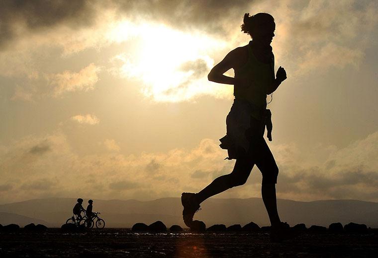 Biegać szybko, czy długo aby łatwiej zrzucić zbędne kilogramy?