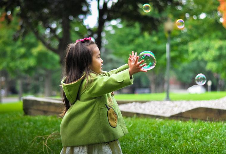 5 zabaw z dzieckiem na łonie przyrody