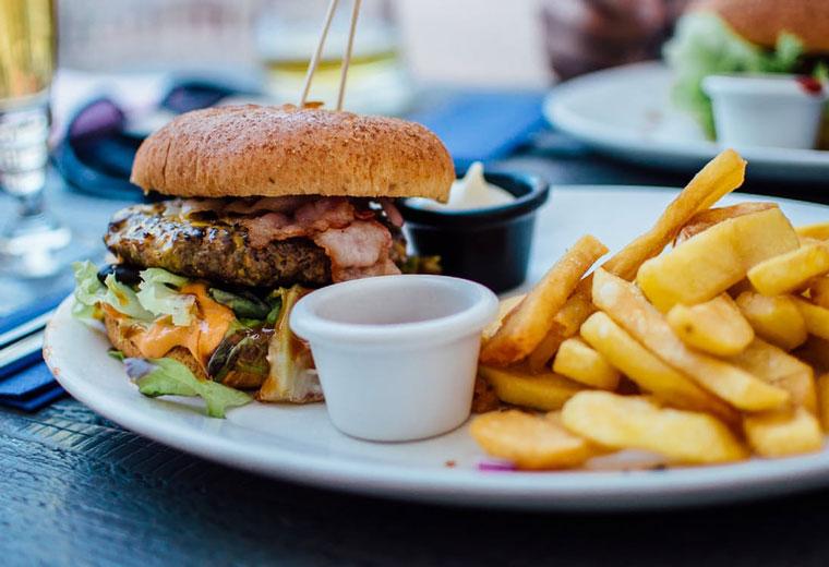 Fast food - zgubny wpływ szybkiego jedzenia