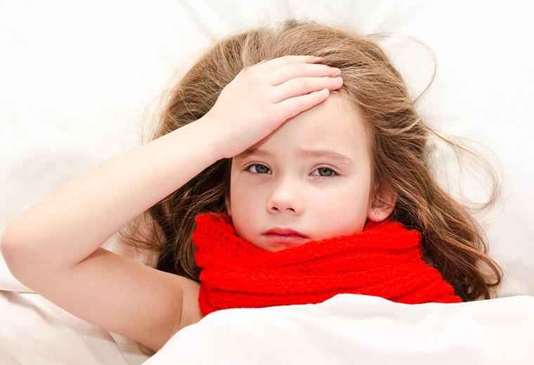 Przeziębienie czy grypa – jak rozpoznać chorobę u dziecka?