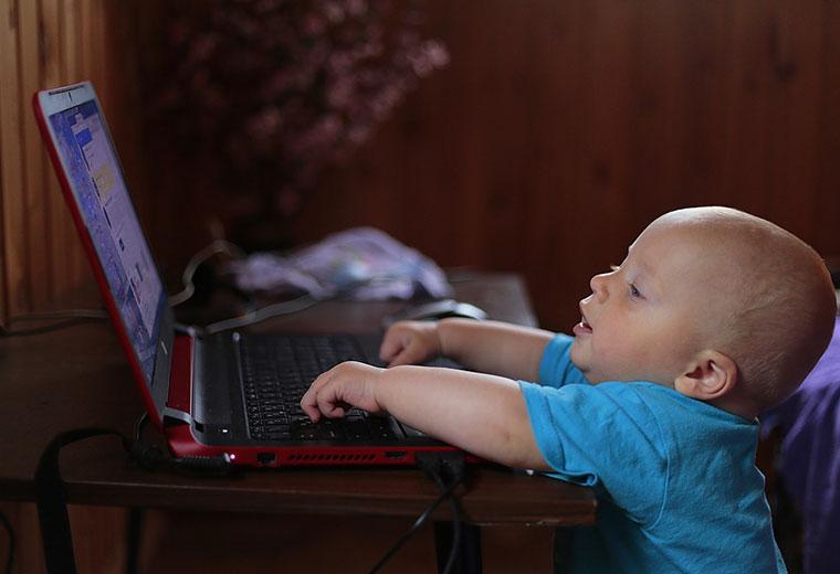 Jak nie dopuścić do uzależnienia dziecka od Internetu?