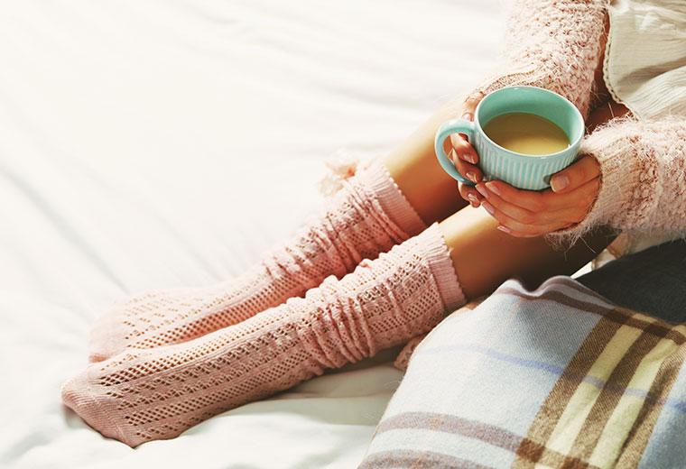 Kobieta o zimnych stopach: co robić?