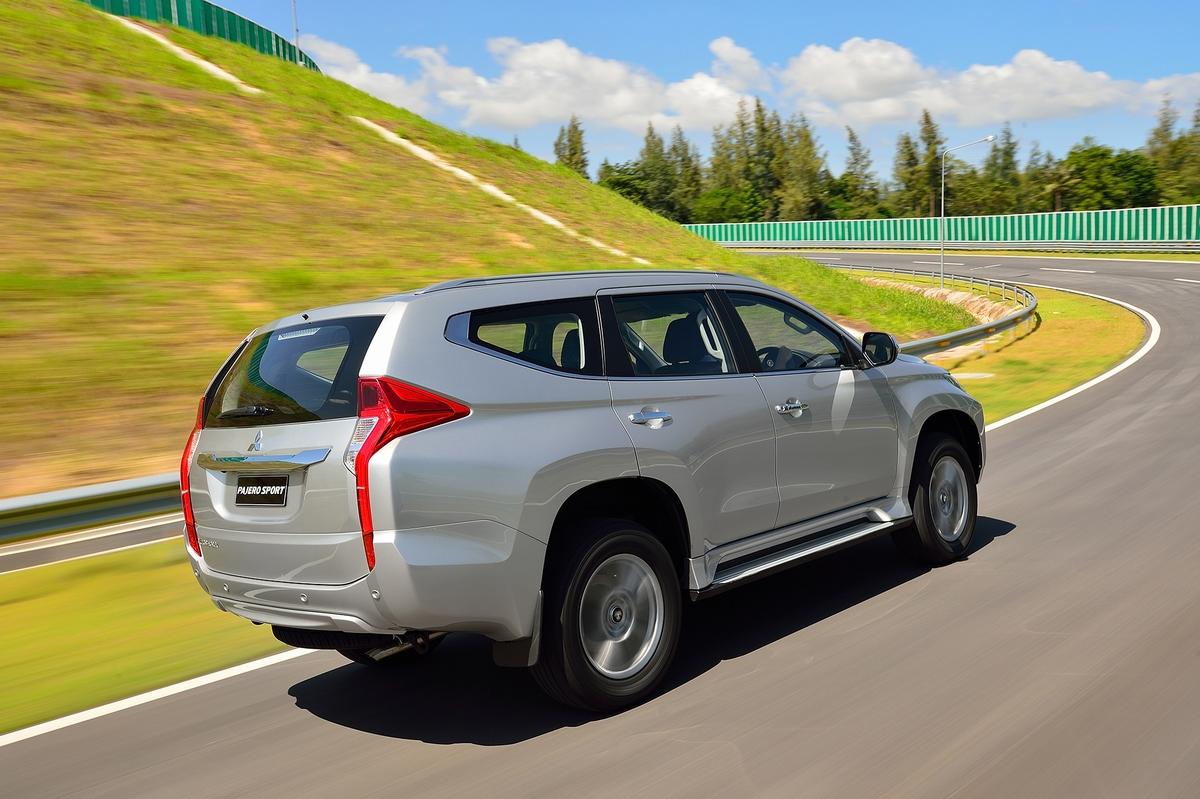 Mitsubishi-Pajero-Sport-4
