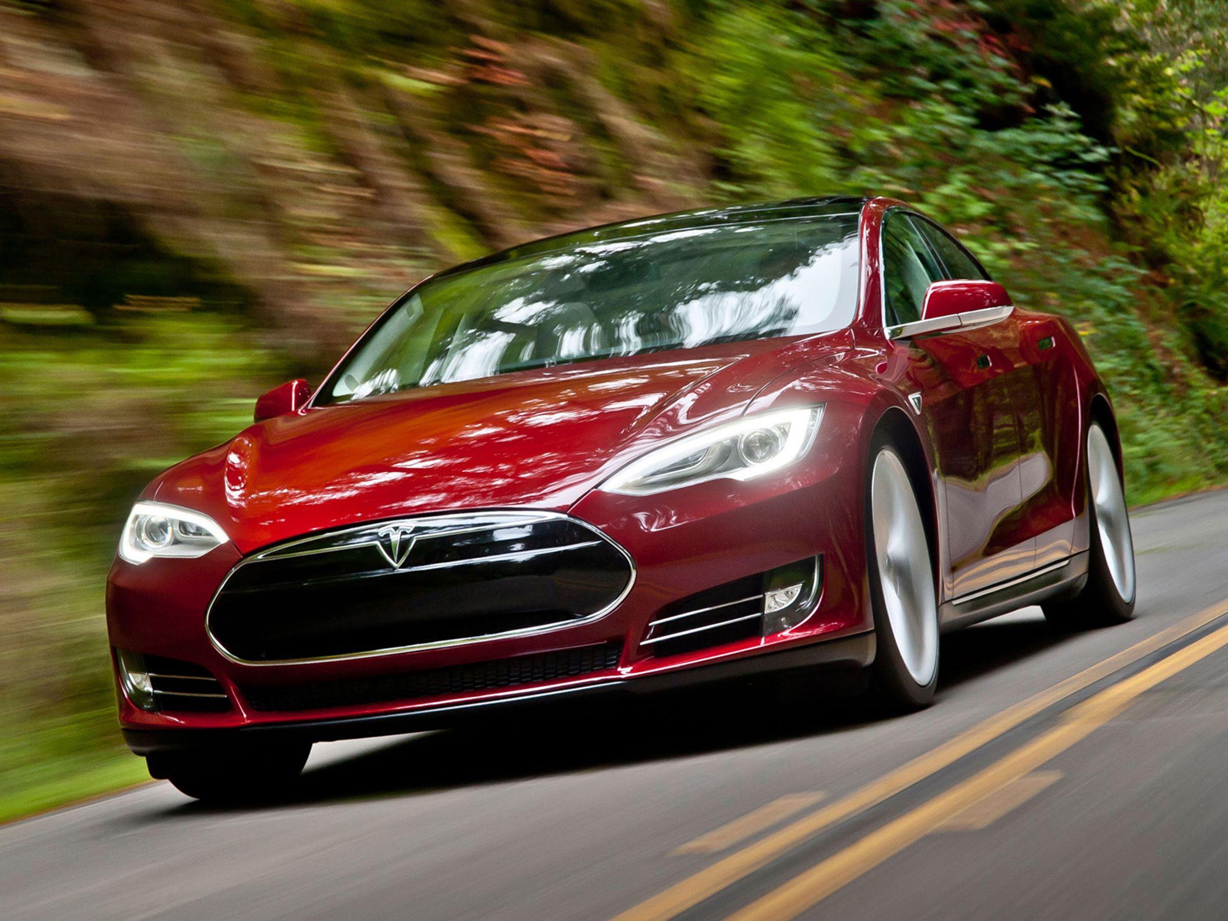 Tesla-Model-S-4