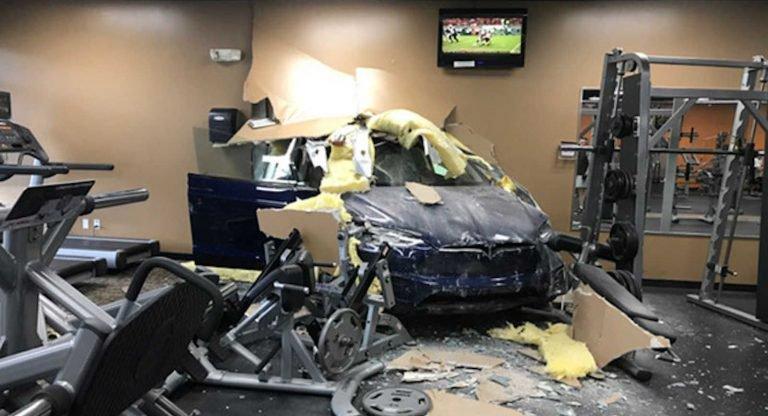 Tesla Model X wypadek
