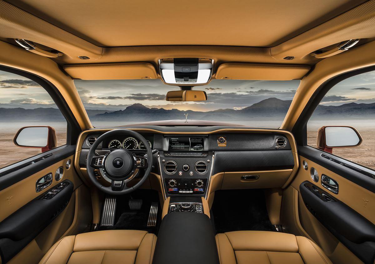 Rolls-Royce-Cullinan-kokpit