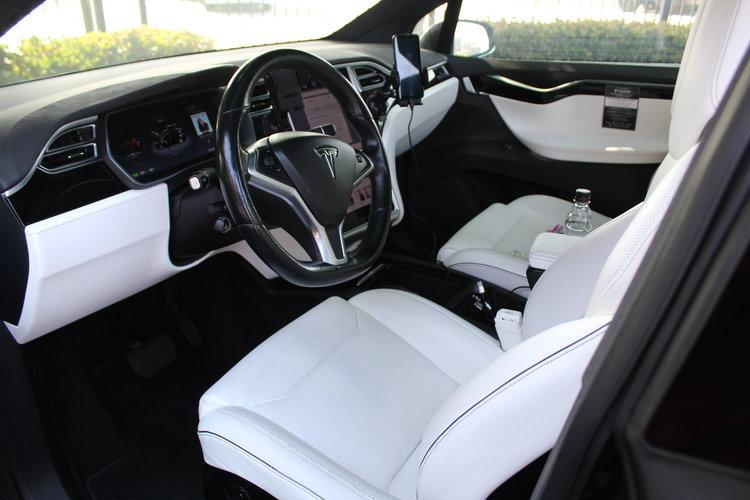 Tesla rekordowy przebieg