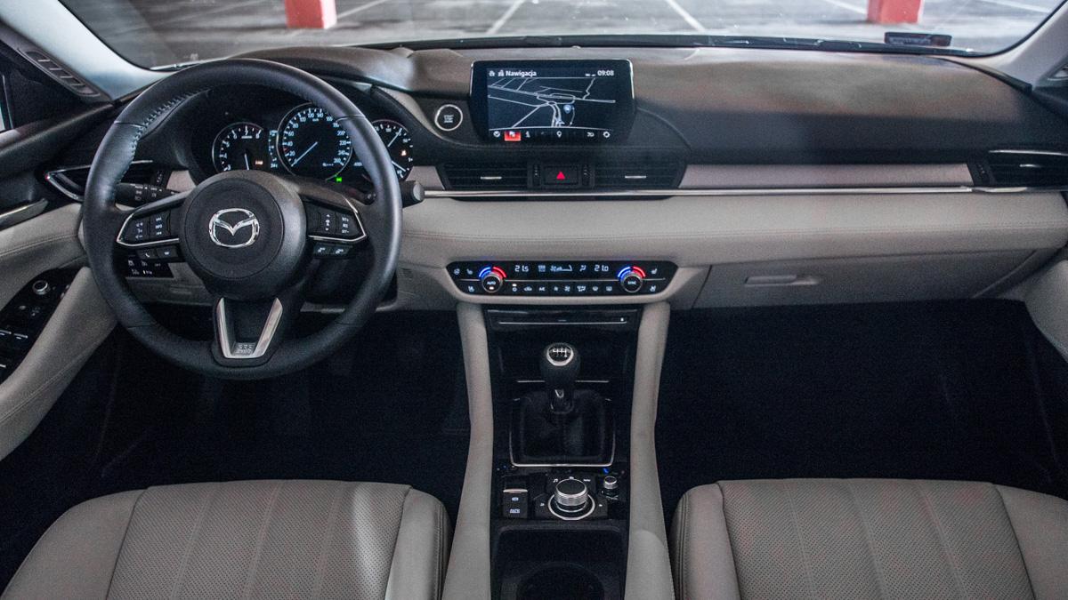 Chłodny Nowa Mazda 6 2.0 165 KM w teście. Niemodny, ale świetnie JZ79