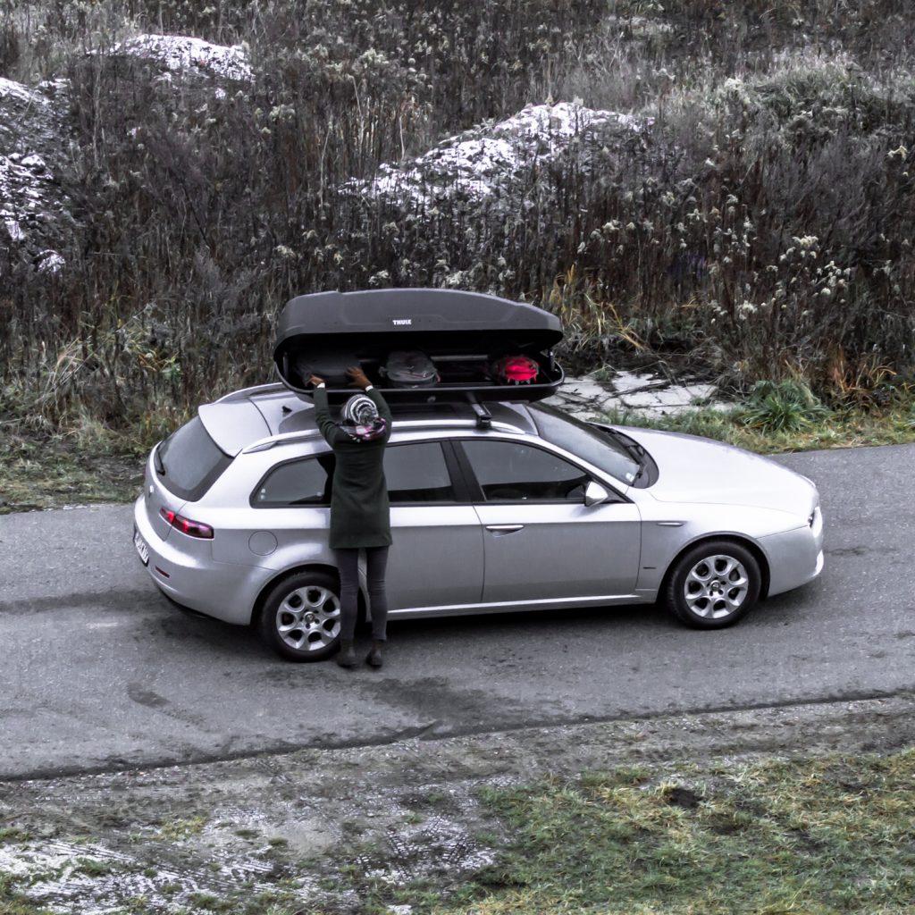 jak przewozić narty samochodem