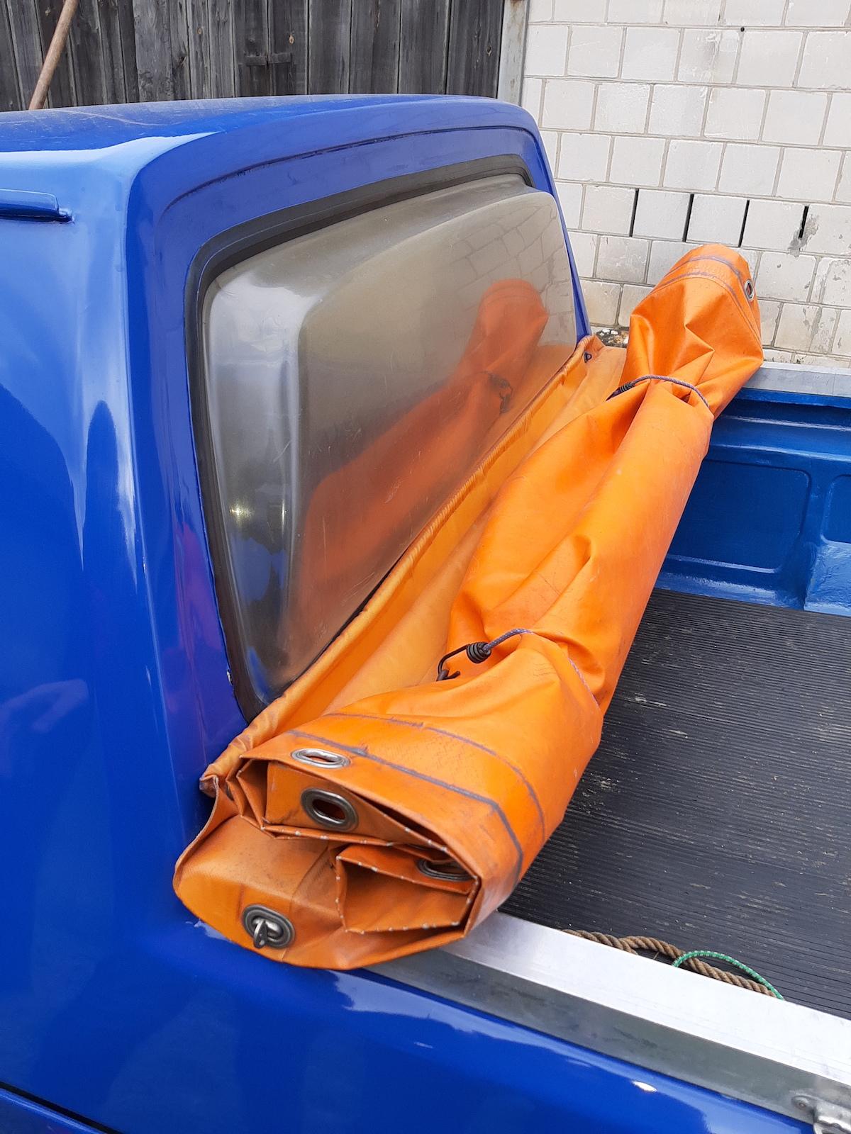 Volkswagen-pickup-Caddy-szyba