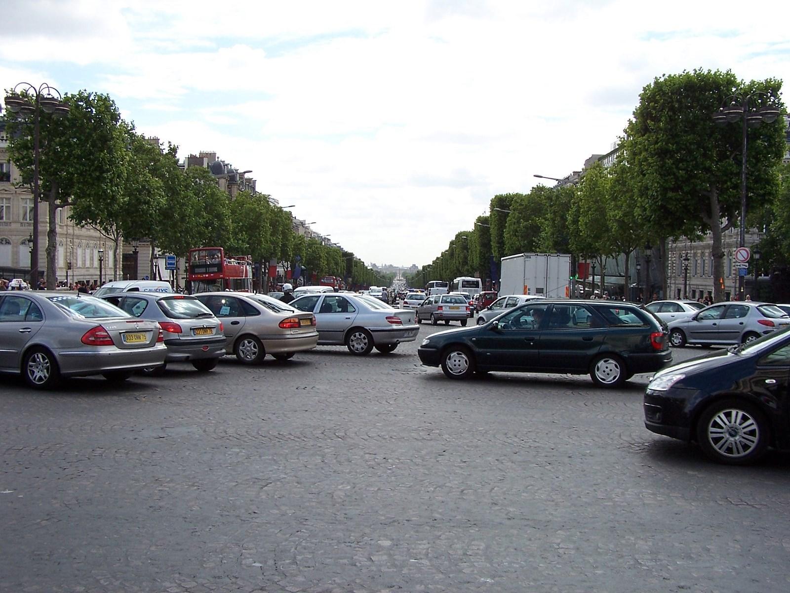 Paryż parkingi