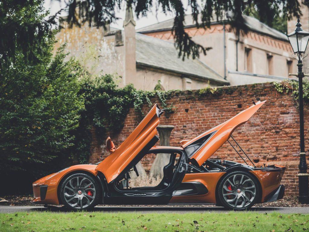 James Bond samochody