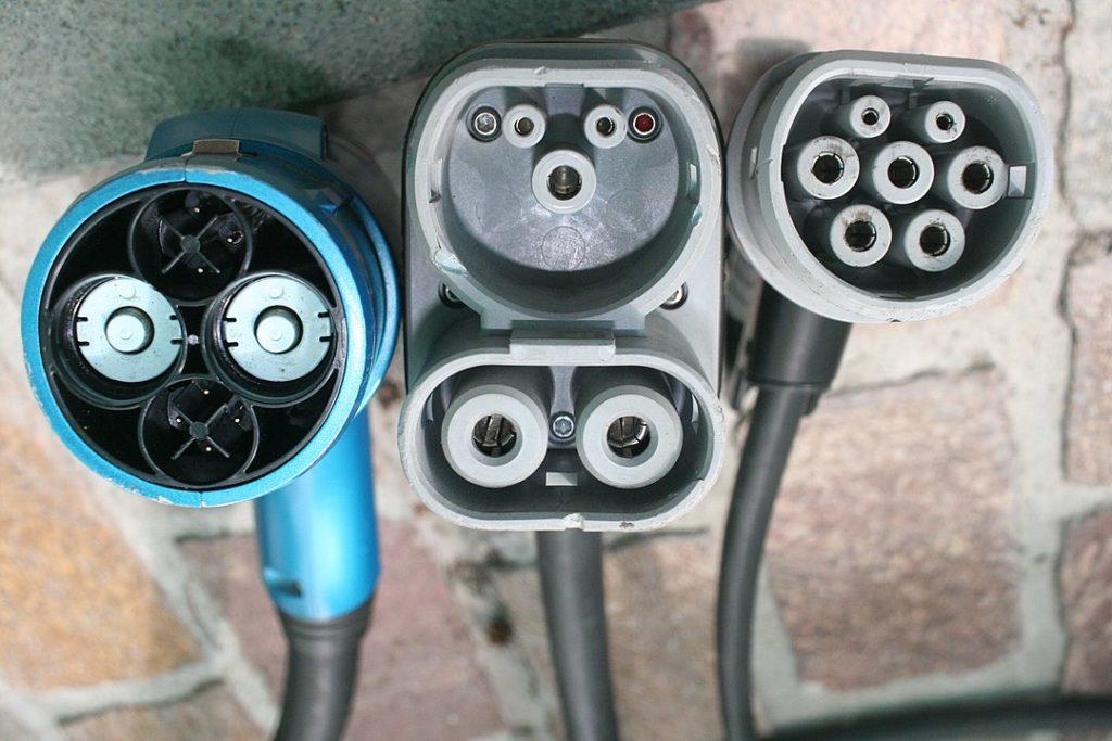 ładowanie samochodu elektrycznego w trasie cena