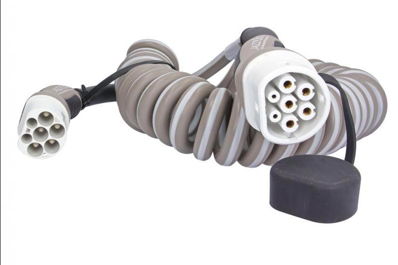 ładowanie samochodu elektrycznego w domu