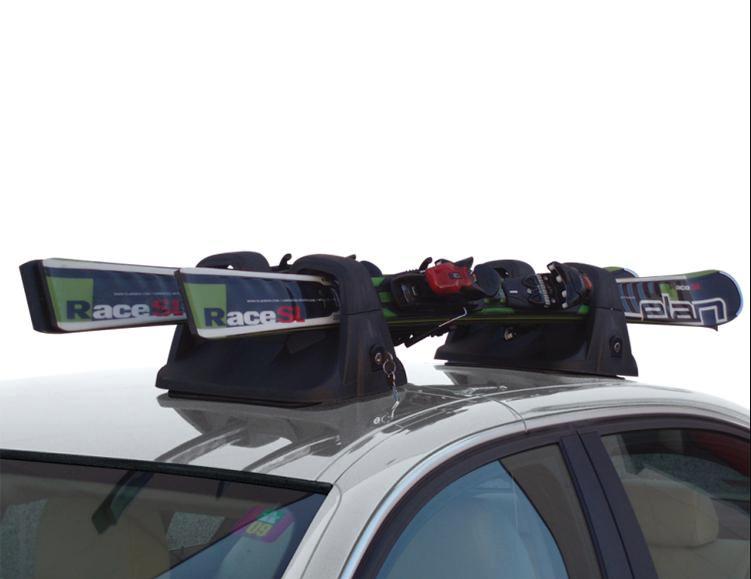 jak przewozić narty samochodem na dachu