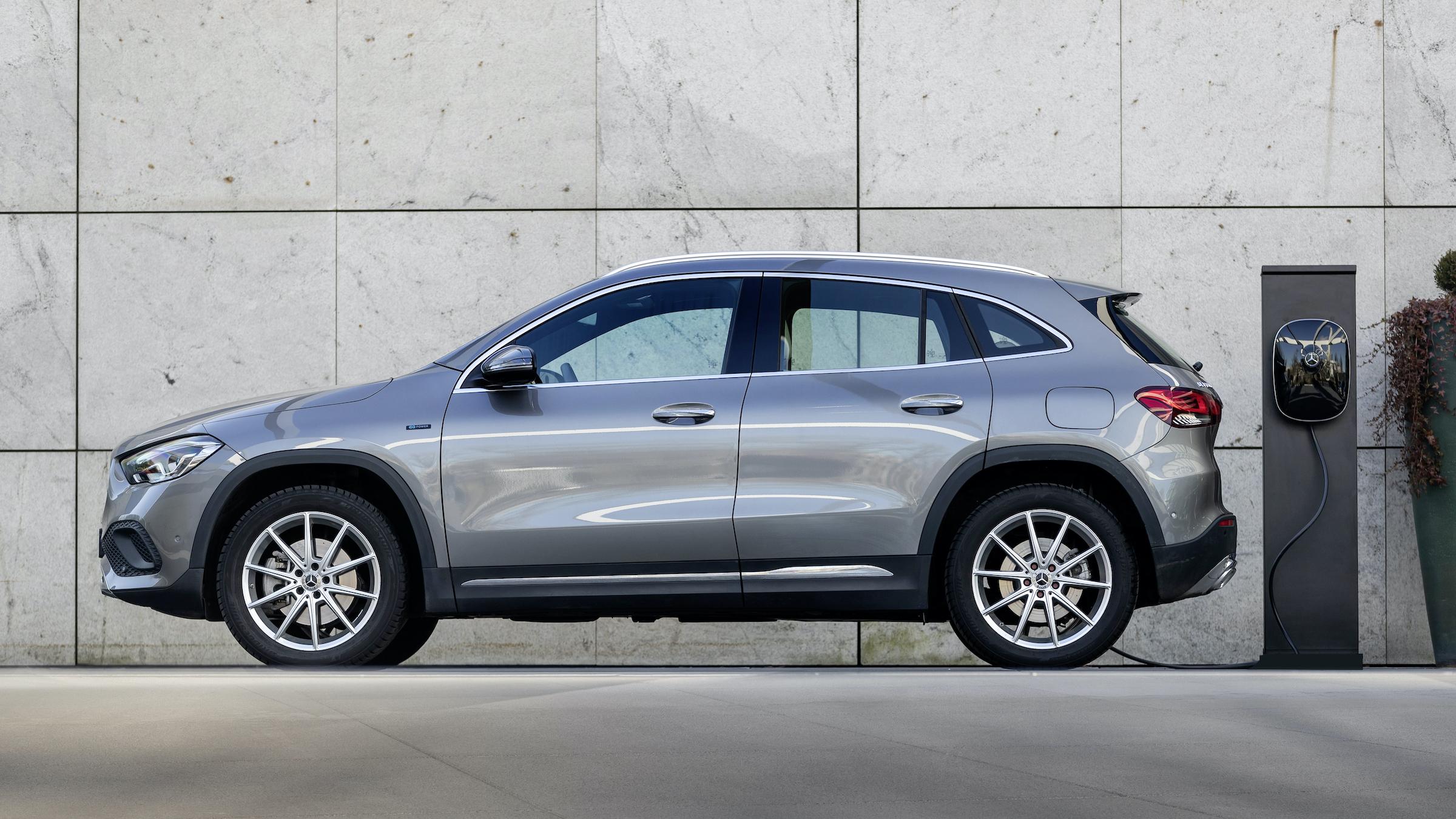 Mercedes GLA hybryda