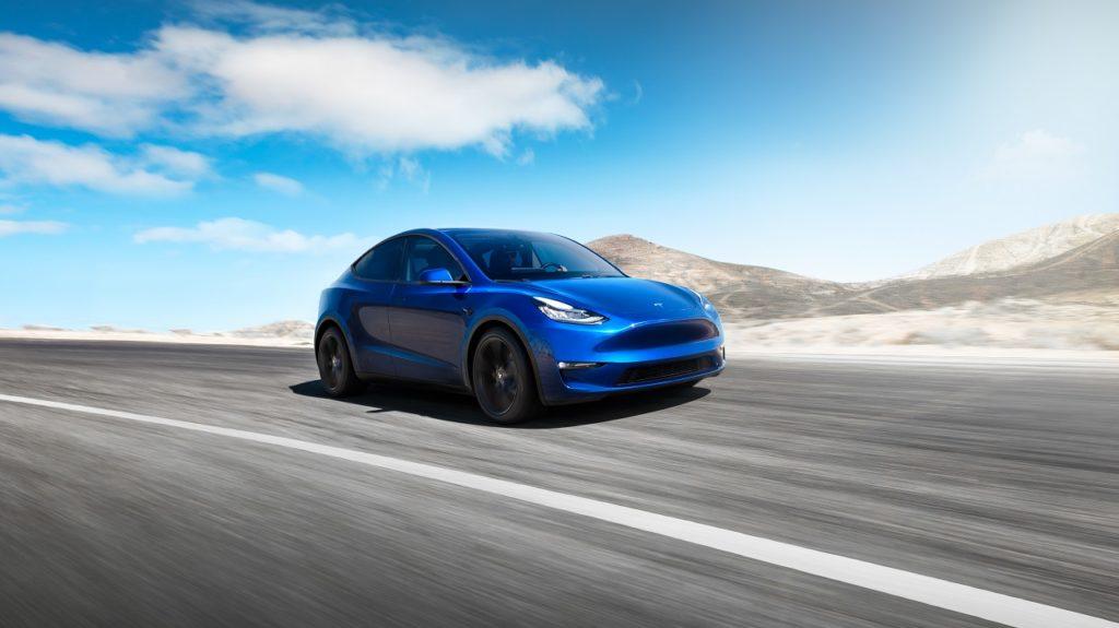 Tesla Y ze szklanym dachem
