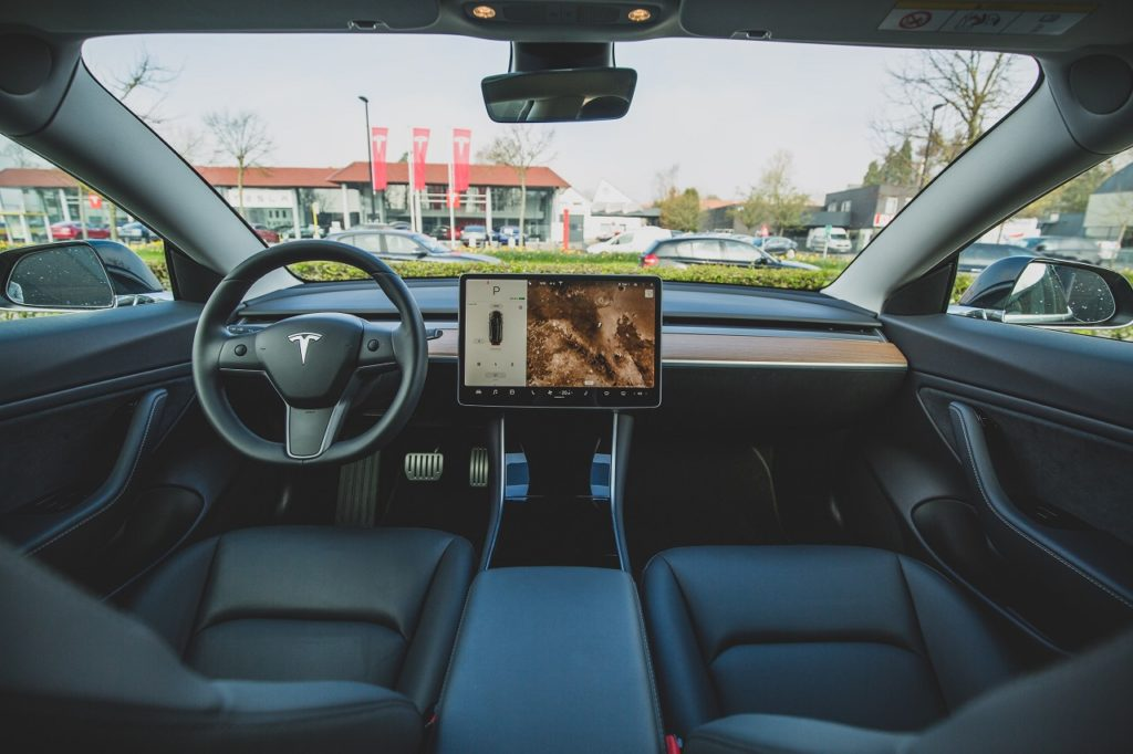 tesla testy autopilota