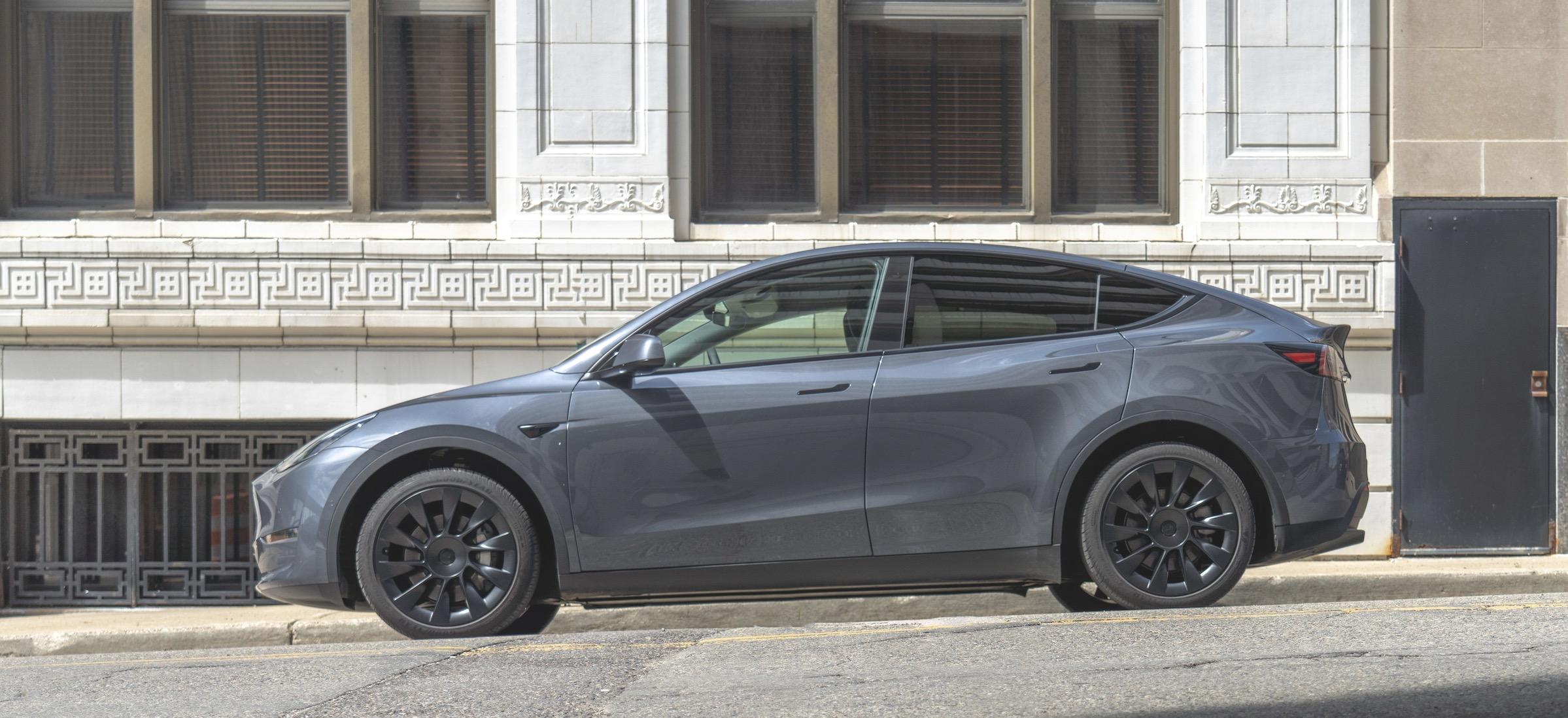zakup samochodu przez internet tesla model y europa