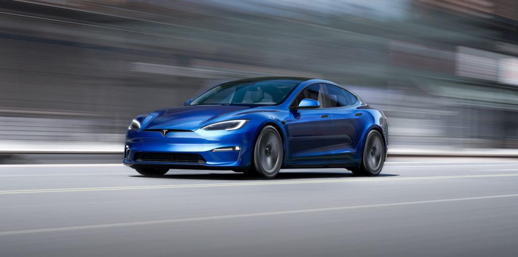 Tesla Model S lifting
