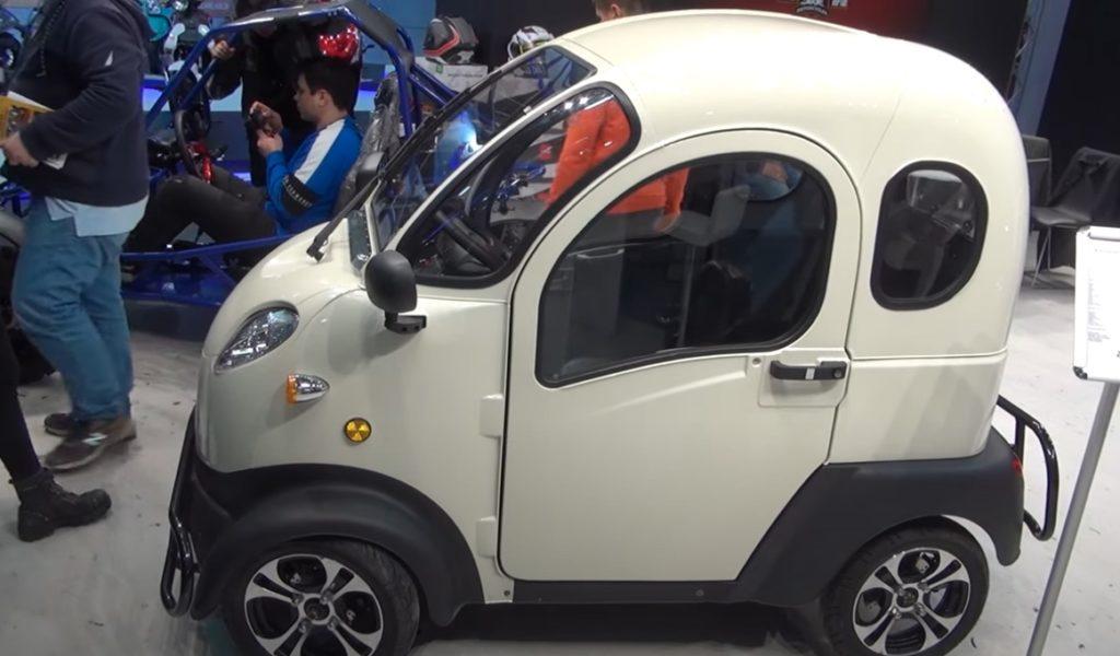 mały elektryczny samochód z Chin