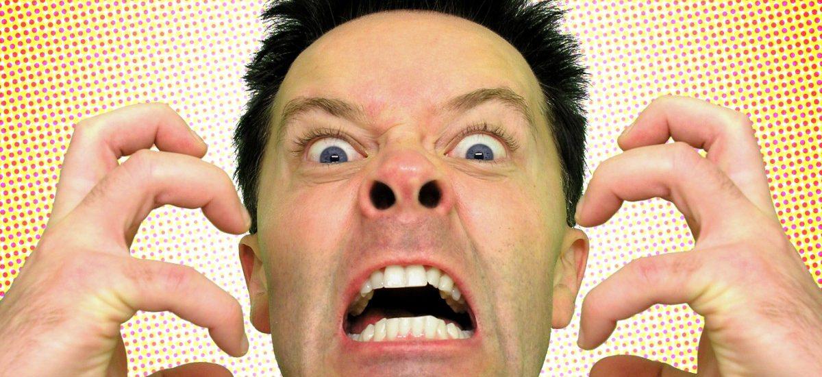 Szef na mnie krzyczy, obraża i podważa kompetencje – czy to jest mobbing?