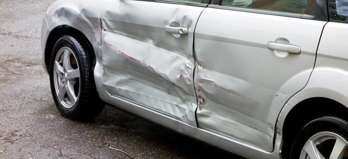 Pasażer samochodu uszkodził pojazd – nie wypłacono odszkodowania