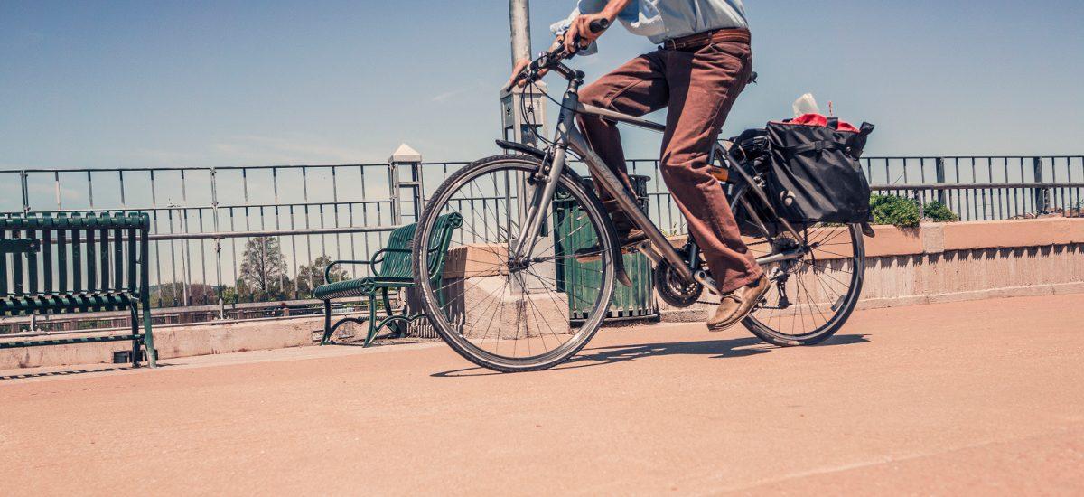 Chodniki dla pieszych czy rowerzystów? Dla kogo mandat?