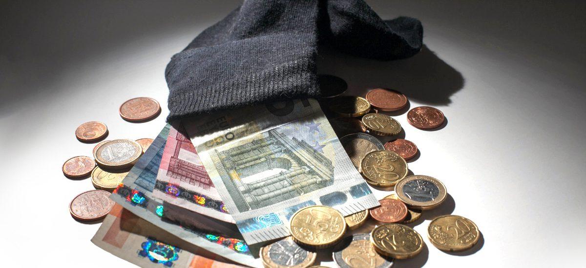 Jak odzyskać pieniądze z konta zmarłego?
