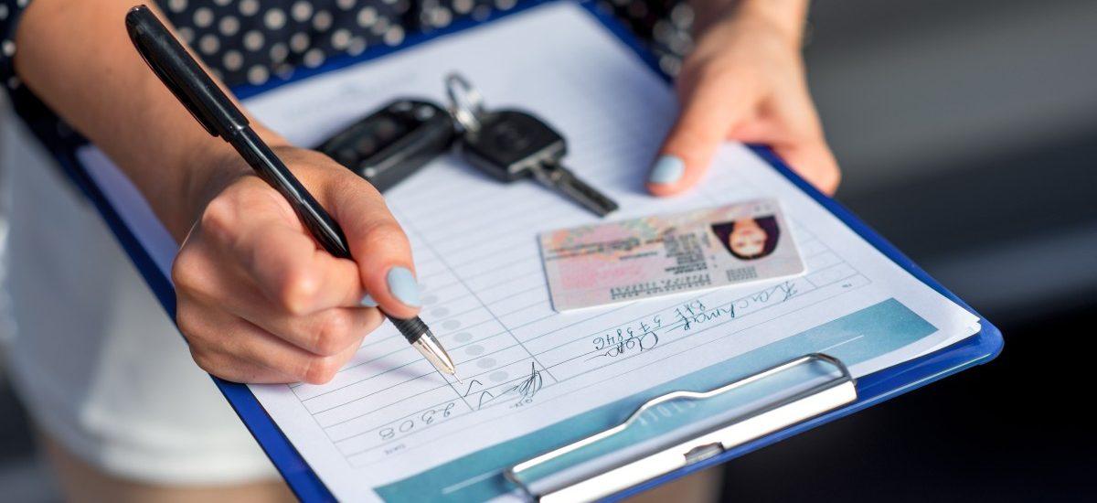 Wypożyczając samochód uważaj na kruczki w umowach
