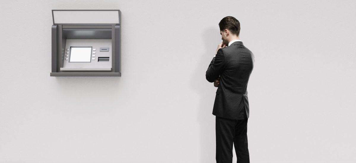 """""""Niezależne"""" bankomaty myślą o podwyżkach. Co na to banki?"""