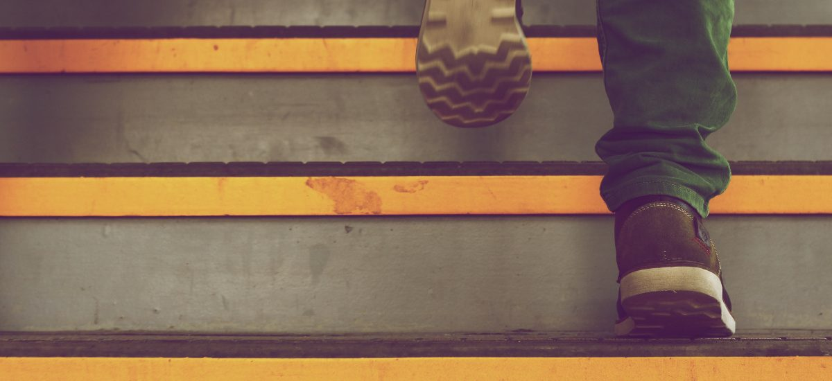 Wypadek na klatce schodowej? Możliwe duże odszkodowania!