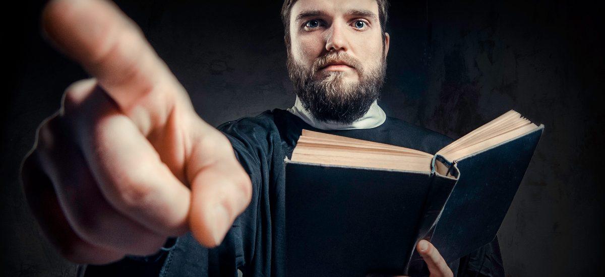 Apostazja – jak prawnie wystąpić z kościoła?