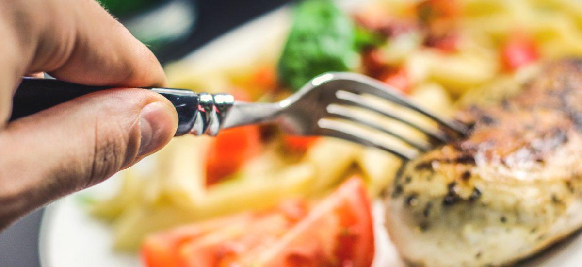 Ból brzucha po jedzeniu w restauracji? Domagaj się odszkodowania!