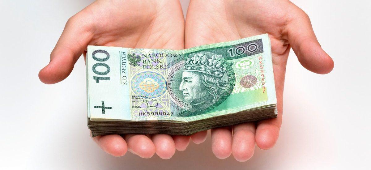 Czy pracodawca musi regularnie wypłacać wynagrodzenie pracownikowi?