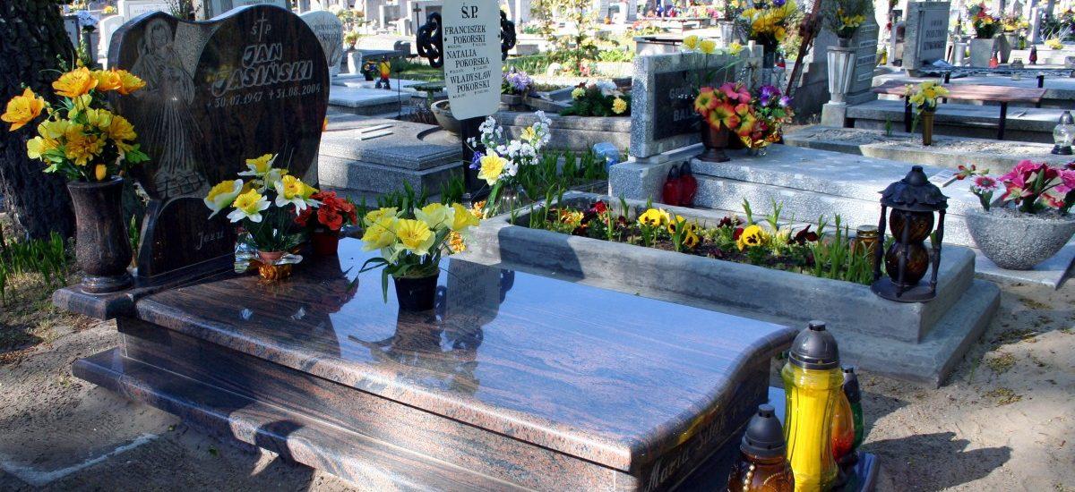 Cmentarz bez erotycznych nagrobków