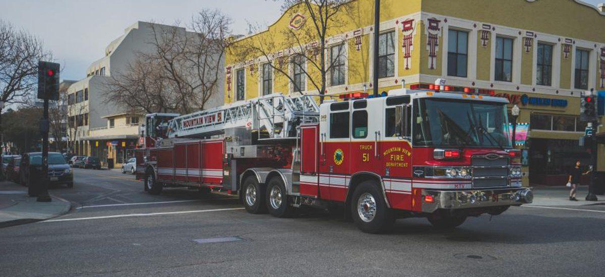 """TVN: """"Zły komornik zabrał wóz strażacki"""". A tak było naprawdę"""
